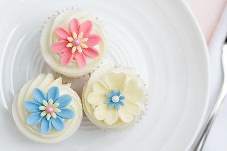 花模様のカップケーキ3個