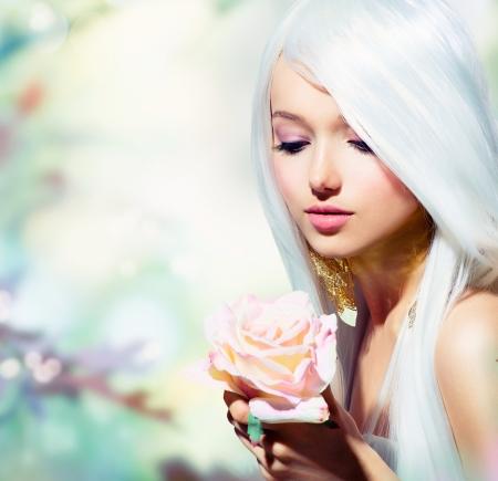 白い髪の少女と薔薇の花