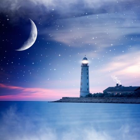 月夜の灯台