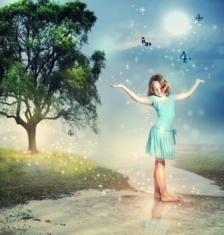 幻想的な光と少女