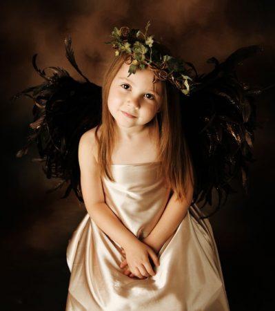 黒い翼の天使、かわいらしい子ども