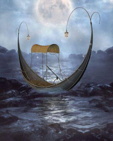 静かな夜の海にゴンドラ