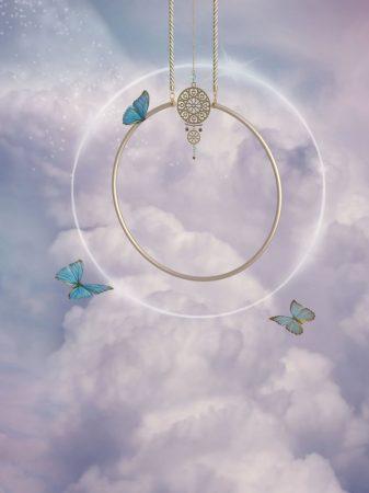 雲の上にある幻想的な天上の景色