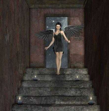 階段をおりる黒い羽根のエンジェル