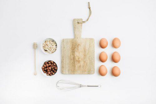 卵やまな板などのキッチングッズ