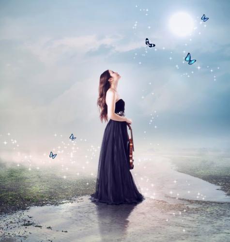 空をみあげる女性