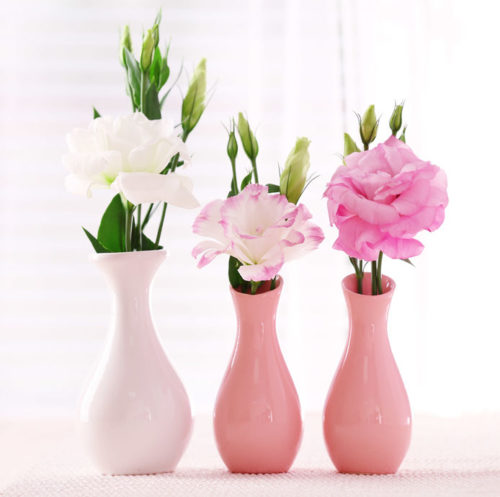 3つの花瓶に花