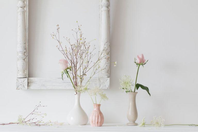 小さい花瓶に花